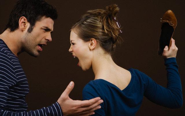 Мужчина и женщина в смешанном браке ссорятся