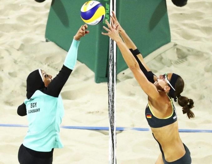 Egipcjanka Doaa Elghobashy i Niemka Kira Walkenhorst na Igrzyskach Olimpijskich w Rio, sierpień 2017. źródło.