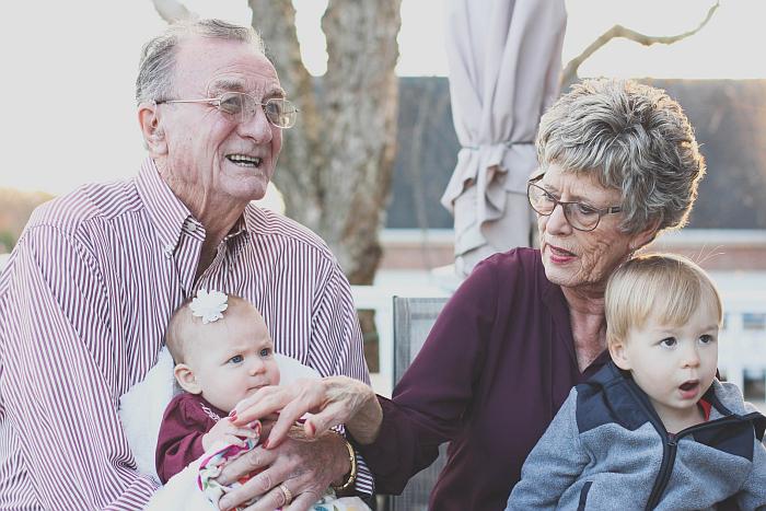 Dziadkowie i wnuczęta może dwujęzyczne